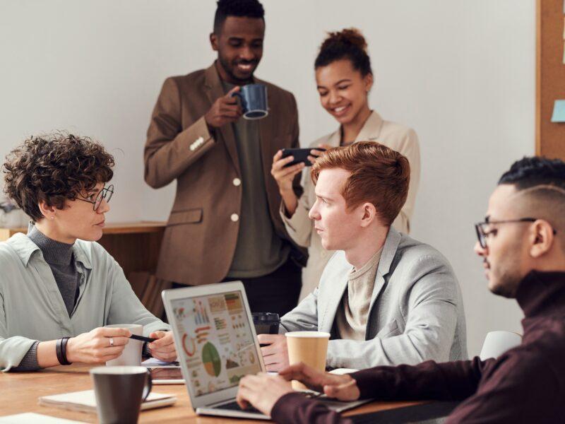 Transcreation per il marketing internazionale: un team al lavoro
