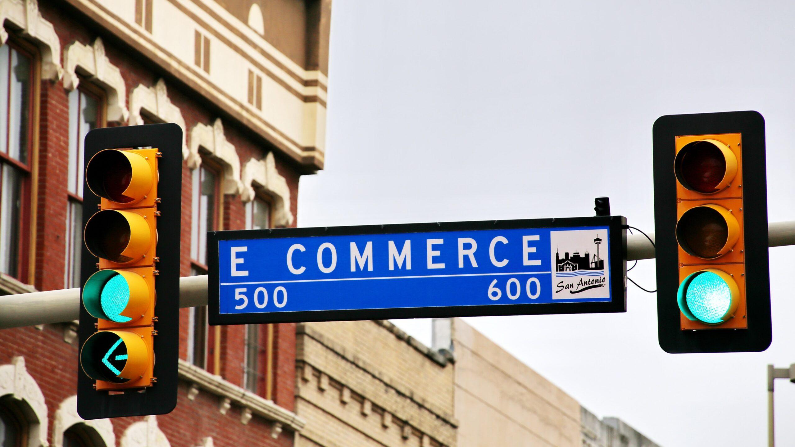Cartello stradale con scritta E-Commerce