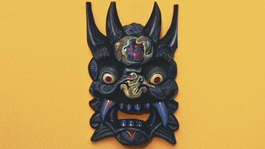 Maschera etnica in legno